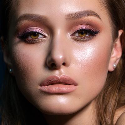 Dazzle With The Glitter Eyeshadow Trend This Season